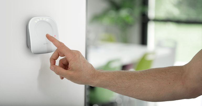 thermostat connect filaire pilote votre chauffage distance la boutique somfy. Black Bedroom Furniture Sets. Home Design Ideas